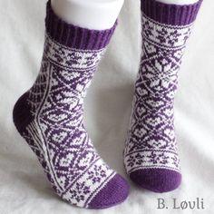 Ravelry: Selbu i mitt hjerte Sokker pattern by StrikkeBea Knitting For Kids, Mittens, Ravelry, Projects To Try, Pattern, Ideas, Fashion, Threading, Fingerless Mitts