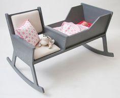 Rocking chair / baby crib.