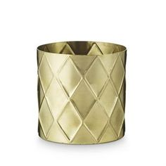 This brass flowerpot from H. Skjalm P. becomes really beautiful with a green plant or fresh herbs. It's made of brass and has a modern, clean design with a nice harlequin pattern. Choose from different sizes or combine them together!