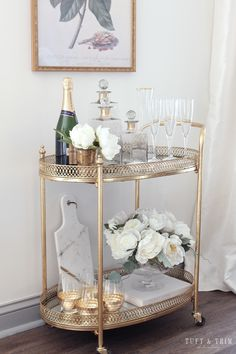 Bar Cart Styling Tips & Ideas - Tuft & Trim - Bar Cart Styling Tips and Ideas with Tuft & Trim Interior Design - Home Bar Decor, Bar Cart Decor, Cheap Home Decor, Diy Bar Cart, Estilo Interior, Interior Styling, Interior Design, Gold Bar Cart, Bar Cart Styling