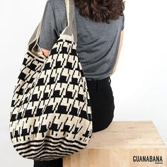 Wayuu Mochila bag More choice of black and white bags: this is our EDINBURGH TOTE. Also available at www.guanabana.es #guanabanahandmade #wayuubags #totebag #designinspain #handmadeincolombia #fashion #guanabana #guanabanabag #blackandwhite #crotchet #supportingwomen