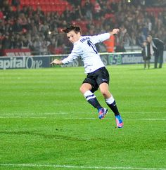 The tommo.  Screw you Louis Tomlinson!! You make football/soccer too hot for me to handle. JUST LOOK AT THOSE LEG OF YOURS