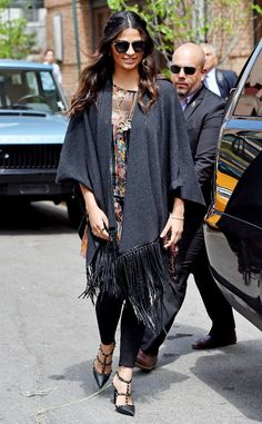 Camila Alves looks e