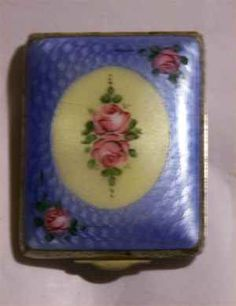 Great Vintage Art Deco Guilloche Enamel White and Blue with Floral Design Compact Vintage Vanity, Vintage Art, Vintage Items, Lipstick Case, Lipstick Holder, Powder Puff, Face Powder, Powder Lipstick, Antique Wardrobe