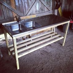 Ute diskbänk till växthuset nästan klart... 👍 #växthus #diskbänk #tryckat #45x45 Pallet Furniture, Garden Furniture, Open Shed, Portable Sink, Garden Sink, Ceramic Grill, Outdoor Sinks, Mud Kitchen, Bed Table
