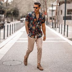 Discover the details that make the difference of the best streetstyle unique people with a lot of style Summer Outfits Men, Men's Summer Clothes, Men's Beach Outfits, Herren Style, Outfits Hombre, Herren Outfit, Street Style, Mens Clothing Styles, Menswear