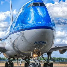 Let's show some love for the queen of the sky! by Marco Spuyman Kinetic And Potential Energy, Passenger Aircraft, Commercial Aircraft, Air France, Boeing 747, Vintage Airline, Queen, Utrecht, Erotic Art