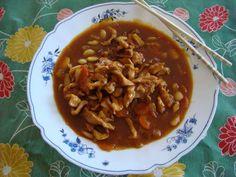 El pollo con salsa agridulce es una receta asiática que combina muy bien el sabor del vinagre con el azúcar dandole al pollo un toque dulce muy sabroso.