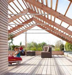 Dachterrasse mit Überdachung als Satteldach-Konstruktion