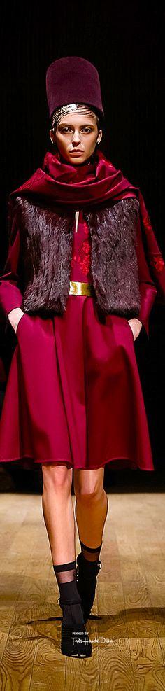 #NYFW Josie Natori Fall/Winter 2015-16 RTW ♔THD♔ Runway 2015, Fashion Walk, Purple Fashion, Black White Red, Fashion Seasons, Fall Winter 2015, Red Purple, Beautiful Dresses, Winter Fashion