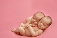 Such a darling photo of newborn twins