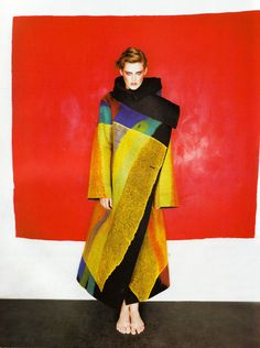 Fabulous shape and color! Stella Tennant in Issey Miyake photographed by Michael Thompson for Vogue Paris December 1997 Issey Miyake, Vogue Paris, Stella Tennant, Fashion Art, High Fashion, Womens Fashion, Fashion Design, Michael Thompson, Rei Kawakubo