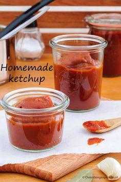 Homemade ketchup zonder suiker - Met dit recept maak je zelf de lekkerste ketchup. Van verse tomaten en zonder toevoeging van suiker!