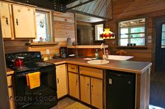 Fully equipped kitchens in all the cabins, this is the one you& enjoy when staying in Elise Cabin. Luxury Cabin, Kitchens, Cabins, Rustic, Design, Home Decor, Country Primitive, Decoration Home, Room Decor