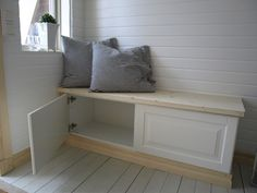 Built in bench Scandinavian Cottage, Built In Bench, Mudroom, Cottage Style, Room Inspiration, Farrow Ball, Ikea, Sweet Home, Indoor