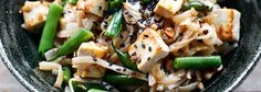 Makaron ryżowy z imbirem i tofu Tofu, Pasta Salad, Lunch, Cooking, Ethnic Recipes, Blog, Crab Pasta Salad, Kitchen, Eat Lunch