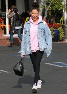 Madison Beer Rocks an Oversized Denim Jacket My Style oversized denim jacket hoodie womans - Woman Denim Jacket Winter Fashion Outfits, Denim Fashion, Look Fashion, Classy Fashion, Petite Fashion, French Fashion, Fashion Women, Spring Fashion, Vintage Fashion