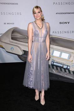 Anna Faris – 'Passengers' Premiere at the Westwood Village Theatre in LA