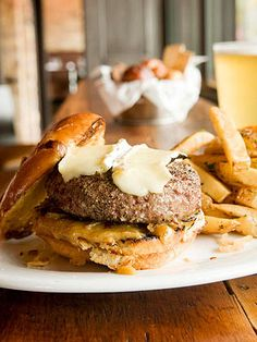 Chicago Burgers....It's my kinda town and burger.