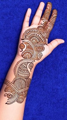 You might be looking for stunning mehndi designs to draw on for the upcoming events. Check out different beautiful and simple mehndi designs. New mendhi design Round Mehndi Design, New Bridal Mehndi Designs, Latest Arabic Mehndi Designs, Full Hand Mehndi Designs, Henna Art Designs, Mehndi Designs 2018, Mehndi Designs For Girls, Mehndi Designs For Beginners, Dulhan Mehndi Designs
