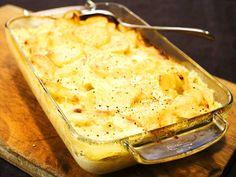 Krämig potatisgratäng Swedish Recipes, New Recipes, Vegetarian Recipes, Cooking Recipes, What's Cooking, A Food, Good Food, Food And Drink, Nigella Lawson