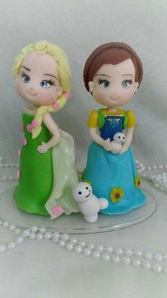 Topo de bolo das princesas congelantes Frozen em biscuit/porcelana fria. https://www.elo7.com.br/ateliemarciabiscuit/loja