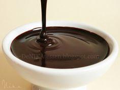 Salsa de Chocolate | DeNIKAtessen - Recetas de Cocina Salsa Dulce, I Love Chocolate, Sweet Sauce, Fun Cooking, Sauce Recipes, Pecan, Cupcakes, Cookies, Food
