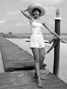 Vintage beach style. The perfect 1950's vintage playsuit!
