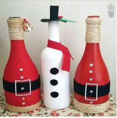 Decoração de Natal 2017 - Idéias para enfeitar a casa Recycled Wine Bottles, Wine Bottle Art, Diy Bottle, Wine Bottle Crafts, Christmas Projects, Holiday Crafts, Christmas Crafts, Christmas Ornaments, Christmas Wine Bottles