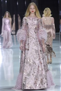 Fashion Week Paris Spring/Summer 2018 look 35 from the Ralph & Russo collection couture Live Fashion, Fashion 2018, Fashion Week, Runway Fashion, Fashion Show, Fashion Design, Fashion Fashion, Fashion Outfits, Fashion Trends