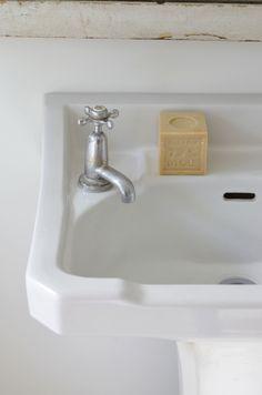 .old style shaped basin