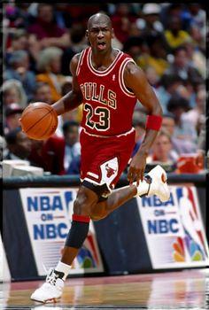 Michael Jordan - always ready for prime time. Michael Jordan Dunking, Mike Jordan, Michael Jordan Basketball, Basketball Legends, Sports Basketball, Basketball Players, Basketball Court, Basketball Rules, Basketball Shirts