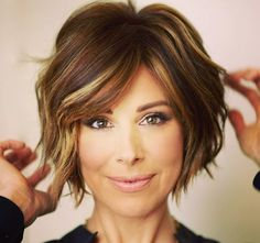 If you'd like to create that effortless look, we have a video that shows you simple makeup tips to look 10 years younger. You will find these tricks easy to recreate and you will look great. Wavy Bob Hairstyles, Trendy Hairstyles, Short Hair Cuts, Short Hair Styles, Bob Styles, Fashion Hairstyles, Short Hairstyles, Latest Hairstyles, Short Haircuts