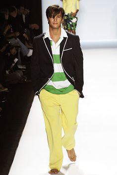 Tommy Hilfiger Spring 2006 Ready-to-Wear Fashion Show Mens Yellow Pants, Fashion Show, Mens Fashion, Everyday Fashion, Ready To Wear, Tommy Hilfiger, Vogue, Menswear, American