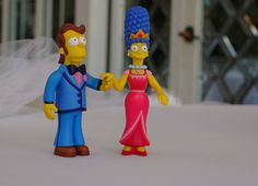 Homer and Marge Simpson cake topper