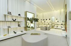 textured walls/dividers - Giuseppe Zanotti Design boutique by NUOVOSTUDIO, Milan