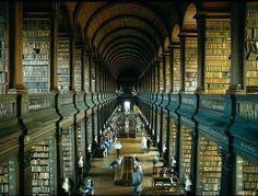 4.5 milyon nüfuslu İrlanda'da bir kütüphane.