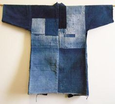 Sri writes: I've shown several fantastically good indigo dyed boro noragi or work coats. This one I am showing to day, I think, is a very good one–and one that is of the same high quality as the ones I've shown before. Haut Kimono, Gilet Kimono, Boro, Sculpture Textile, Jeans Refashion, Denim Art, Tribute, Japanese Textiles, Shibori