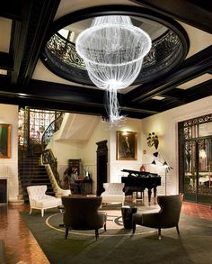 Hotel Infante Sagres - ShowRoom.. That chandelier is so ethereal