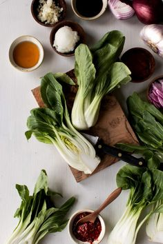 The most delicious 10 minute stir-fried bok choy with garlic, red onion, soy sauce, and a punch of spice from Asian chili paste. Easy, healthy, and so tasty. This healthy recipe from Slender Kitchen is MyWW SmartPoints compliant and is gluten free, low carb, paleo, vegan, vegetarian and Whole30. #sidedish #quickandeasy Healthy Side Dishes, Side Dish Recipes, Healthy Gluten Free Recipes, Vegan Vegetarian, Bok Choy Recipes, Chicken And Cabbage, Cook Smarts, Slender Kitchen, Beef Stir Fry