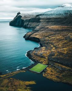 Faroe Islands Football - A Scandinavian wonder, Eidi Stadium sits next to the Atlantic Ocean - The pitch lies on the irregular eroded surface of the Palaeocene and Eocene Middle Basalt Series. Karlsruher Sc, Soccer Stadium, Football Stadiums, Football Soccer, Seahawks Stadium, Soccer Fifa, Football Pitch, College Football, Football Is Life