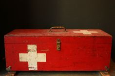 Vintage First Aid Medical Box by sevenbc on Etsy Vintage Love, Retro Vintage, Recycling, Vintage Medical, Style Deco, Shandy, First Aid, Red Cross, Shades Of Red