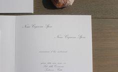 Details always matters! tipidea.com #wedding #weddinginvitations #weddingpaper #stationery #whiteandgold #white #font #romanticfont #bridetobe #weddingideas #matrimonio #partecipazioni #testo #bianco #corsivo #fregiato