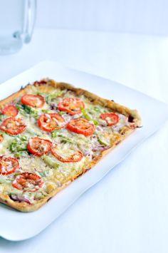 Capsicum, Tomato and Onion Pizza