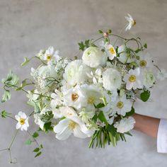White Wedding Bouquets, Bride Bouquets, Bridesmaid Bouquet, Floral Bouquets, Floral Wedding, Wedding Flowers, Beautiful Flower Arrangements, Floral Arrangements, Beautiful Flowers