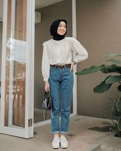 Street Hijab Fashion, Muslim Fashion, White Shirt Outfits, Modest Outfits, Simple Outfits, Classy Outfits, Casual Outfits, Look Fashion, Fashion Outfits