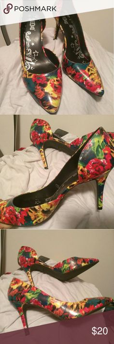 Colorful pumps. Only worn once, very stylish, especially when wore with solids colors. Very comfortable. Shoes Heels