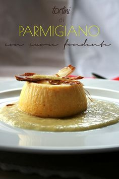 Parmesan Pudding with Creamy Center Raw Food Recipes, Wine Recipes, Snack Recipes, Cooking Recipes, Antipasto, Fingers Food, Tapas, Panna Cotta, Snacks
