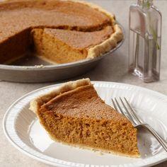Манник на кефире – это пирог с ароматом детства. Он пахнет маминой улыбкой, бабушкиными руками, теплом и уютом старенькой кухни в простом деревенском доме, спокойным утром, когда никуда не надо спешить. Манник не ассоциируется с ресторанной едой, напрочь лишен любой торжественности и пафоса, его прямое назначение - радовать домашних, радовать детей. Волшебная Еда собрала для вас 7 рецептов манника на кефире для каждого дня недели.