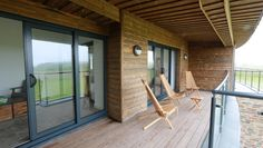 Deck design ideas - 45 wooden deck designs Wood is the number one preferred material for decking according to the majority of home and business owners surveyed. Wood decking has a natural beauty. Wood Deck Designs, Real Wood, Cladding, Terrace, Facade, Hardwood, Decking, House Design, Patio